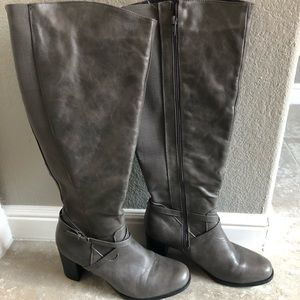 Gray Tall 𝕄𝕒𝕦𝕣𝕚𝕔𝕖𝕤 Boots